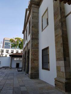 Mosteiro de São Bento - Rio de Janeiro.  Detalhe Fachada Principal - o antigo e o novo.