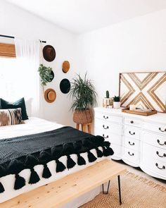 How to give a black and white bedroom the boho treatment .- So geben Sie einem Schwarz-Weiß-Schlafzimmer die Boho-Behandlung – Harvey Clark How to give boho treatment to a black and white bedroom – - Room Ideas Bedroom, Bedroom Inspo, Bench In Bedroom, Wall Art Bedroom, Bedroom Mats, Bedroom Fireplace, Bed Bench, Bedroom Ceiling, Bedroom Wallpaper