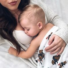 baby fever,better with the right guy to share experience with. Baby Kind, Mom And Baby, Baby Boy, Cute Family, Baby Family, Family Goals, Cute Kids, Cute Babies, The Babys
