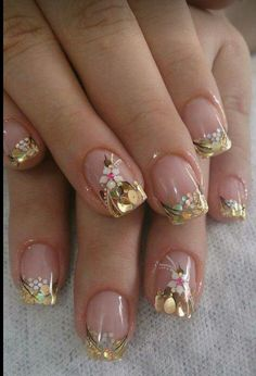 Outstanding spring nail art design with white flower Fancy Nails, Trendy Nails, Cute Nails, My Nails, Glitter Nails, Gold Manicure, Spring Nail Art, Nail Designs Spring, Spring Nails
