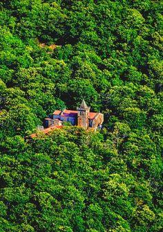 Monasterio de Santa Cristina. Está dentro de la zona denominada Ribeira Sacra, en el municipio ourensano de Parada de Sil. RT #Turgalicia