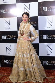 "Pakistani couture : "" Mahira Khan backstage at PFDC L'Oreal Paris Bridal Week "" Pakistani Couture, Pakistani Bridal, Pakistani Outfits, Indian Outfits, Pakistani Clothing, Bridal Lehenga, Walima Dress, Hijab Wedding Dresses, Bridal Dresses"
