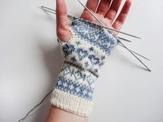 Instructions: Knit half-finger gloves with Norwegian pattern . - Instructions: Knit half finger gloves with Norwegian pattern Instructions: Kni - Knitted Headband, Knitted Gloves, Baby Knitting Patterns, Knitting Designs, Easy Knitting, Knitting Socks, Mens Knit Sweater, Loop Scarf, Hand Warmers