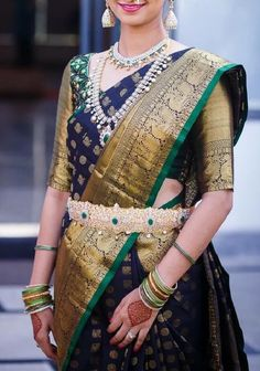 A must-have silk sari for wardrobe. All about luxurious Kanchipuram silk saree and its importance. Why it is famous among brides in south India? Kanchipuram Saree Wedding, Pattu Sarees Wedding, Wedding Saree Blouse Designs, Pattu Saree Blouse Designs, Half Saree Designs, Silk Saree Blouse Designs, Latest Pattu Sarees, South Indian Wedding Saree, Indian Bridal Sarees