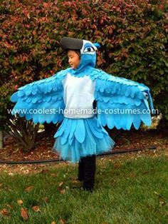 """Coolest Jewel from Rio Bird Costume This year, my daughter wanted to be Jewel, the girl blue macaw from the movie """"Rio."""" I love making my kids' Halloween costumes, so I was definitely up Halloween Makeup Sugar Skull, Art Halloween, Pirate Halloween Costumes, Couple Halloween Costumes For Adults, Hallowen Costume, Costumes For Teens, Halloween Makeup Looks, Skull Makeup, Costume Ideas"""