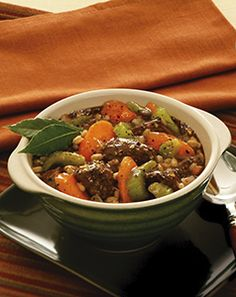 Get this warm and comforting Beef and Barley Stew in the no-cost Kidney Diet Delights Winter cookbook! Dialysis Diet, Renal Diet, Kidney Friendly Foods, Diabetic Friendly, Diet Tips, Diet Recipes, Cholesterol Lowering Foods, Kidney Health, Holiday Recipes