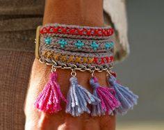 Quasten Armband Mehr – mercedes atance – Join in the world of pin Fabric Jewelry, Boho Jewelry, Beaded Jewelry, Handmade Jewelry, Jewellery, Tassel Bracelet, Crochet Bracelet, Beaded Bracelets, Vetement Hippie Chic