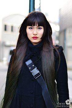 green through dark ends, lilac highlights under eyes - great, simple look. tokyo woman street fashion