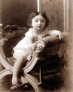 ,Dürrüşehvar Sultan'ın bebekliği. Old Pictures, Old Photos, Vintage Photographs, Vintage Photos, Pahlavi Dynasty, Vintage India, Falling Kingdoms, History Photos, Ottoman Empire