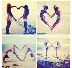 I REALLY want to do this with my BFF cause she's one of my best friends but also she's really flexible like me❤ Ich möchte dies wirklich mit meiner BFF machen, weil sie eine meiner besten Freunde ist, aber sie ist auch wirklich flexibel wie ich Bff Pics, Photos Bff, Sister Pics, Cheer Pics, Best Friend Pictures, Bff Pictures, Polaroid Pictures, Beach Fun Pictures, Cool Pictures