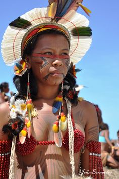 Young and beautiful Native American Girl / Native American woman - indigenous girls from America Native American Girls, Native American Beauty, Tribal People, Tribal Women, Indian Tribes, Native Indian, Amazon People, Amazon Tribe, Xingu