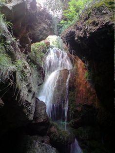 Cascada de la Cueva de la Mora en Bogarra. Ven con www.ecoescapadas.es a conocer la Sierra del Segura de Albacete