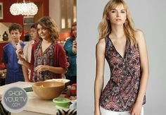 Hayley Dunphy (Sarah Hyland) wears this Moroccan-inspired print zip front top in this week's episode of Modern Family.