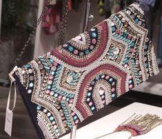 bolsa bordada com miçangas