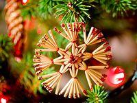 Slaměné... Christmas Ornaments, Christmas Ideas, Holiday Decor, Christmas Jewelry, Christmas Decorations, Christmas Decor