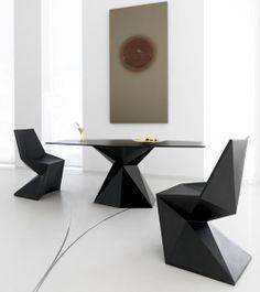 Projektant Karim Rashid stworzył rewelacyjne nowoczesne meble do domu i ogrodu, które mają wyjątkową architektoniczną formę i design. Zostały one zaprojektowane dla firmy Vondom, która sprzedaje je pod nazwą Vertex Collectio