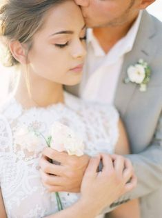 spring bride and groom portraits | classy, elegant, timeless photography | natural light outdoor wedding pictures bridal pictures #weddinginspiration