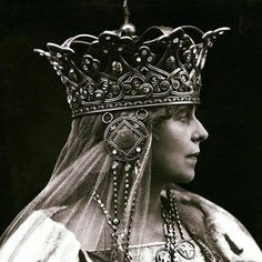 marie queen of romania Royal Crowns, Tiaras And Crowns, Queen Mary, King Queen, Suffragette, Royal Jewelry, Circlet, She Was Beautiful, Royalty