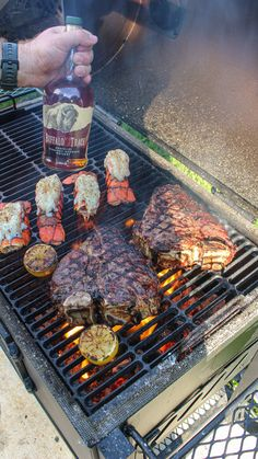 Grilling Recipes, Beef Recipes, Cooking Recipes, Cooking Over Fire, Surf And Turf, Cute Snacks, Weird Food, Survival Food, Gastronomia