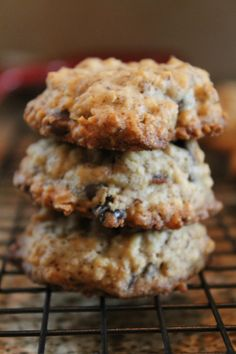When I saw this pin for oatmeal flaxseed cookies, they were baking in my oven less than a week later. We all know oatmeal is good for you, but flaxseed is great for heart health too. Healthy Sweets, Healthy Snacks, Just Desserts, Delicious Desserts, Cookie Recipes, Dessert Recipes, Baking Recipes, Flax Seed Recipes, Good Food