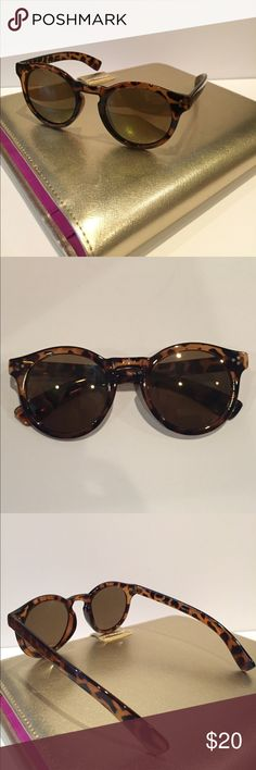 NWOT Round Tortoise Shell Sunglasses Stylish round frames, with brown lenses! Perfect for summer! Accessories Sunglasses
