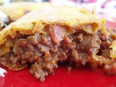 This is the best meat pie recipe you'll find. And just in case you were wondering if it REALLY is an 'Aussie' pie, let me reassure you. Aussie Pie, Australian Meat Pie, Aussie Food, Australian Recipes, British Recipes, New Zealand Pie Recipe, New Zealand Food, Lamb Recipes, Pie Recipes
