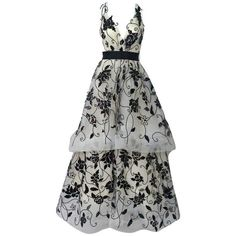 Preowned Oscar De La Renta Ivory Tulle Ball Gown W/ Black Sequin &... (59.885 ARS) ❤ liked on Polyvore featuring dresses, gowns, gown, white, ivory gown, white dress, white evening dresses, oscar de la renta gowns and white sequin gown