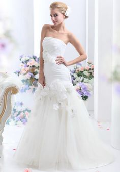 Modern-Chic Court Train Strapless Chiffon Trumpet/Mermaid Wedding Dress