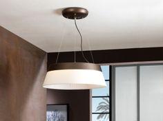 Lámpara Colgante de la colección SWING. Iluminación LED con intensidad regulable (DIMMABLE). Realizada en metal lacado en marrón. Doble pantalla en loneta color crudo y en chintz blanco plisado.