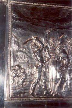 > 1700 (?). Zilverreliëf reliekschrijn. België, Brugge, Sint Salvatorkerk. Marteldood Bonifatius.