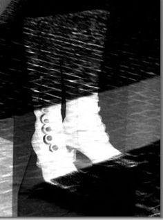 Eilisen Helsinki valokuvissani: Kenkänäyttely Oopperalla 07.05.2016: Sweeney Toddin Mrs Lovettista La Bohemeen. Ihania Sweeney Todd, Helsinki, Black And White Photography, Nike Logo, Bohemia, Black White Photography, Bw Photography
