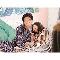 Foto Edited by Kwon_Bangke Hak cipta milik Kwon_Bangke jika mau save … # Acak # amreading # books # wattpad Kpop Couples, Cute Couples, K Pop, Bts Girl, Jennie Kim Blackpink, Bts Imagine, Korean Couple, Ulzzang Couple, Blackpink And Bts