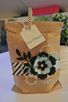 Note Tag punch, Polka Dot Tag a Bag gift Bag, Kinda Eclectic Stampin Up by Cards and Scrapping. Great for birthdays , change the flower out for Christmas or Easter . Creative Gift Wrapping, Wrapping Ideas, Creative Gifts, Wrapping Presents, Craft Bags, Craft Gifts, Diy Gifts, Paper Gift Bags, Paper Gifts