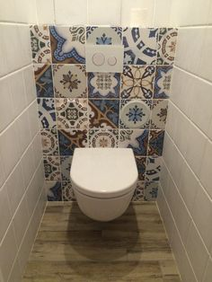 Beautiful small bathroom with tiles . Wc Bathroom, Bathroom Toilets, Bathroom Design Small, Bathroom Layout, Bathroom Interior Design, Mediterranean Bathroom, Bad Inspiration, Bathroom Inspiration, Bathroom Ideas