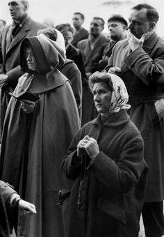 © Henri Cartier-Bresson/Magnum Photos FRANCE. Hautes-Pyrénées. Lourdes, major place of Christian pilgrimage. 1958.