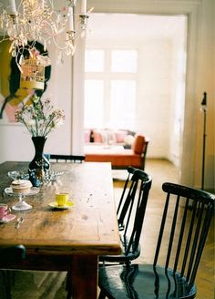 My Bohemic home: Vardagsrum inspiration - - My Bohemic home: Vardagsrum inspira. - My Bohemic home: Vardagsrum inspiration - - My Bohemic home: Vardagsrum inspiration - Dining Room Inspiration, Home Decor Inspiration, Table And Chairs, Dining Table, Dining Rooms, Dining Area, Wood Tables, Kitchen Tables, Room Chairs