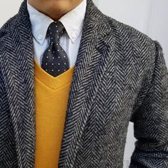 Yellow World. Herringbone Jacket, Tweed Coat, Gray Jacket, Sport Coat, Well Dressed, Winter Outfits, Winter Clothes, Mens Suits, Gq