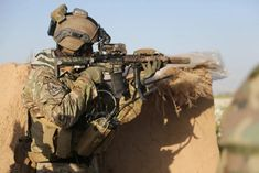 4 key differences between the Green Berets and Delta Force - Sandboxx Us Special Forces, Military Special Forces, Special Ops, Military Weapons, Military Men, Military Uniforms, Airsoft, Special Operations Command, Delta Force