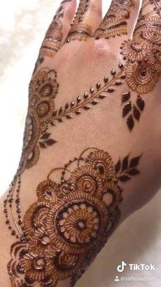 Henna Hand Designs, Pretty Henna Designs, Mehndi Designs Finger, Modern Henna Designs, Henna Tattoo Designs Simple, Mehndi Designs For Fingers, Dulhan Mehndi Designs, Mehandi Designs, Latest Bridal Mehndi Designs
