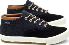Veja Transatlantico two fabric trainers Blue Fabrics : Vegetable-tanned leather Fabrics : Suede Leather, canvas Details : Laces, reinforced front Made in : Brazil This size is normal http://www.comparestoreprices.co.uk/january-2017-7/veja-transatlantico-two-fabric-trainers-blue.asp