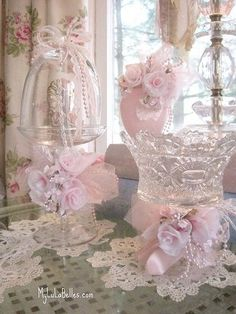 Shabby Chic Pink Paint Styles and Decors to Apply in Your Home – Shabby Chic Home Interiors Shabby Chic Français, Shabby Chic Romantique, Style Shabby Chic, Chabby Chic, Shabby Chic Crafts, Shabby Chic Bedrooms, Shabby Chic Homes, Shabby Chic Furniture, Diy Furniture