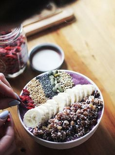 Bol petit déjeuner «smoothie banane et graines»© Pinterest