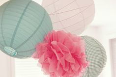 Pretty pastel pom poms and Japanese lanterns. Paper Wedding Decorations, Pom Pom Decorations, Wedding Paper, Diy Pompon, Shabby Chic Stil, Pretty Pastel, Diy Paper, Home Deco, Lanterns