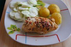 Drobiowe roladki z suszonymi pomidorami i bazylią : Składniki: 4 piersi z kurczaka słoiczek suszonych pomidorów liście bazylii przyprawa suszone pomidory z bazylią sól Wykonanie: Piersi z kurczaka rozbijamy. Przepis na Drobiowe roladki z suszonymi pomidorami i bazylią Baked Potato, Food And Drink, Potatoes, Baking, Ethnic Recipes, Bread Making, Patisserie, Potato, Backen