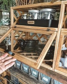 100均アイテムだけで完成!置き型カフェ風シェルフ!|LIMIA (リミア)