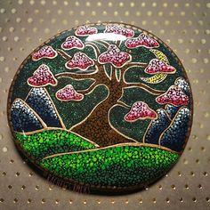 Dot Art Painting, Rock Painting Designs, Mandala Painting, Pebble Painting, Pebble Art, Stone Painting, Stone Crafts, Rock Crafts, Arts And Crafts