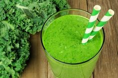Double your nutrient intake with these 4 vegan superfood smoothie recipes! No expensive ingredients required, super easy to make. Kale Smoothie Recipes, Alkaline Diet Recipes, Weight Loss Smoothie Recipes, Weight Loss Meals, Healthy Smoothies, Juice Recipes, Green Detox Smoothie, Ginger Smoothie, Smoothies With Almond Milk