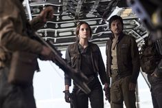 Image of Diego Luna and Felicity Jones in Rogue One A Star Wars Story (20)