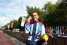 Elizabeth Armitstead shows off her silver medal