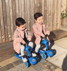 Cute Baby Twins, Twin Baby Girls, Twin Babies, Baby Kids, Kids Wear Boys, Cute Baby Girl Pictures, Ulzzang Kids, Pink Jacket, Baby Fever